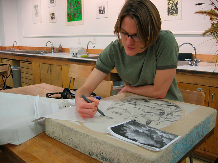 Emmy Lingscheit drawing on a lithographic stone
