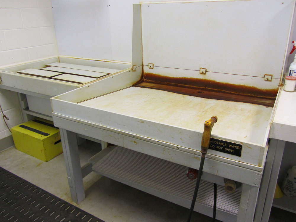 Ferric chloride baths and rinsing sink