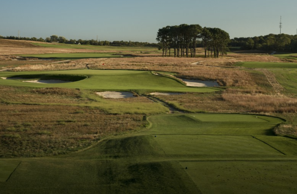 Dom Furore's Golf Digest image of the Redan makes it easier to visualize how much better the hole would play from the left.