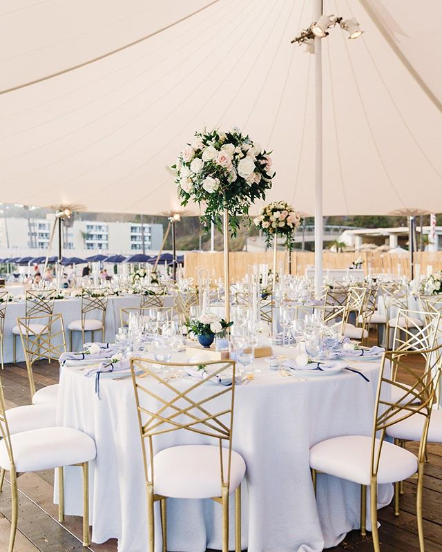 Just a soft breeze on a beach afternoon under a sailcloth tent. We cannot think of a better way to celebrate a summer wedding!  Photo | @janawilliamsphotos_ Florals | @shawnayamamoto Tabletop | @casadeperrin Linens | @latavolalinen Venue | Jonathan Beach Club, Santa Monica