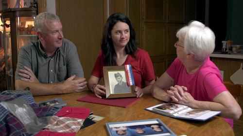 Tegan_Griffith_with_Grandma_Dad_Holding_Veteran_Photo_AmericanCreed_72dpi.jpg