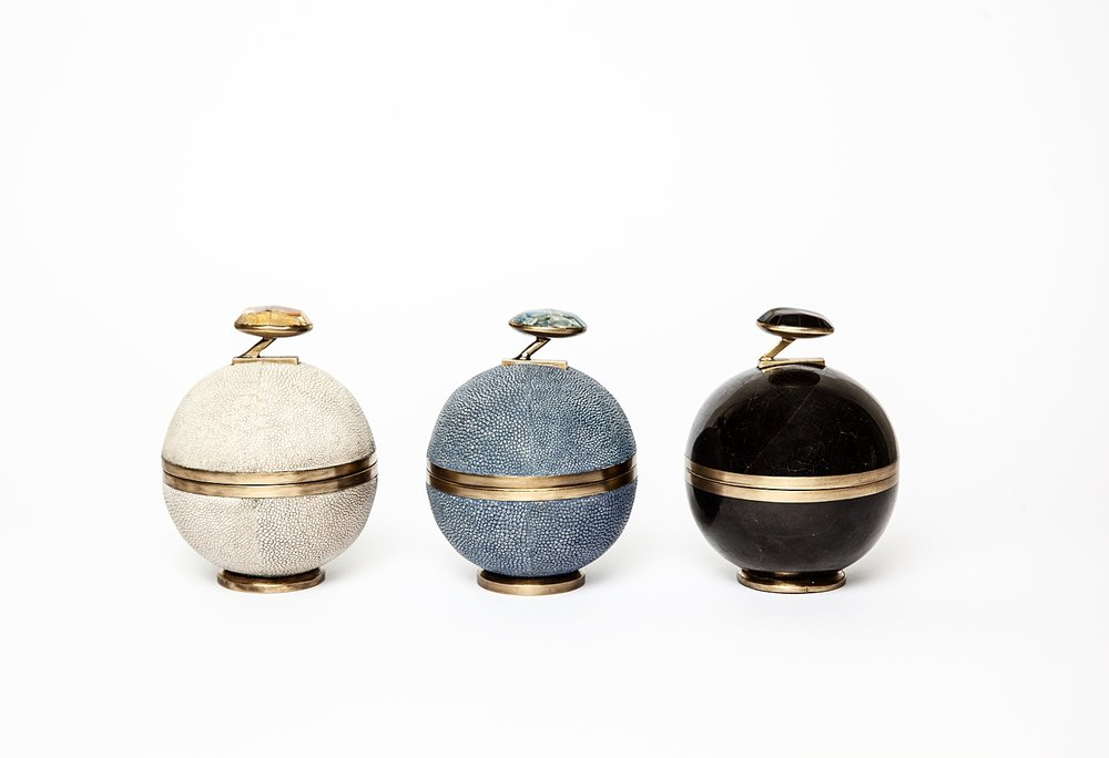 kifu-paris-cannisters-stone-shagreen-brass-black-penshell-shell
