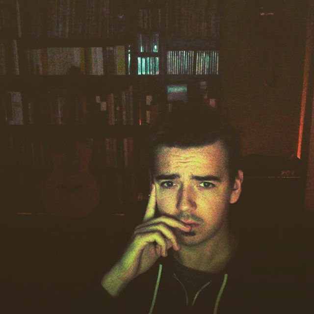 arbeiten am neuen album be like... . . . #4am #latenight #album #songwriting #austropop #musik #dialekt #mundart #wohnzimmer #hackeln #furch #vox #pop