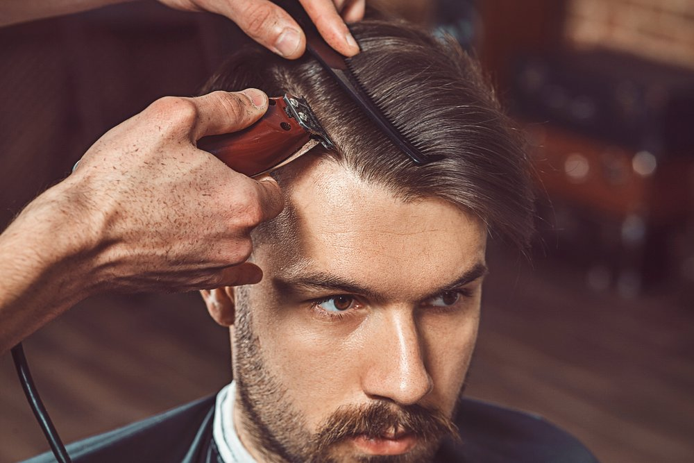 hipster-client-visiting-barber-shop-PUPVDNE.JPG