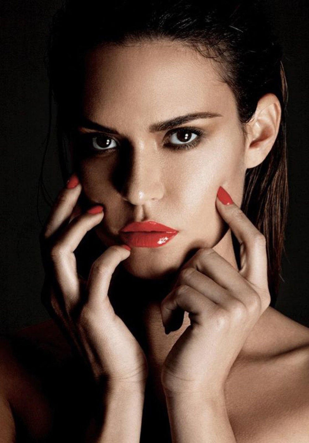 odette-annable-incover-magazine-july-2017-photos-1_thumbnail copy.jpg