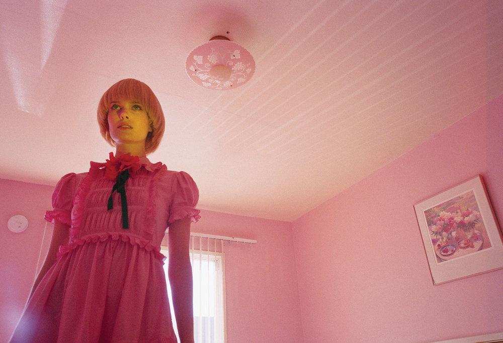 16Summer-VMagazine-TwoWomen-Lottie-065.jpg