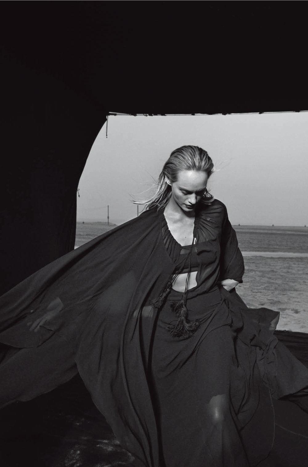 AmberValletta-VogueItalia-Feb13-PeterLindbergh_15.jpg