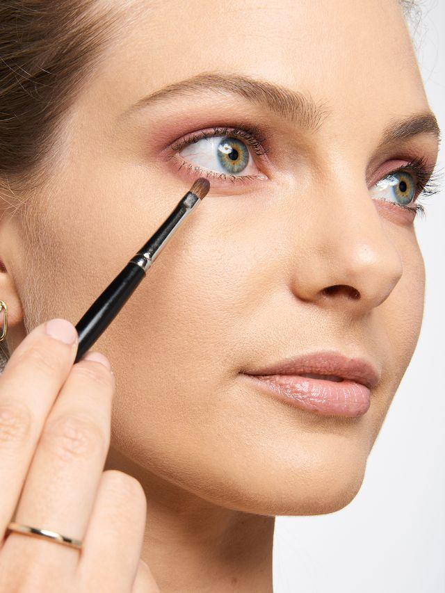 pink-makeup-237959-1509469474028-main.640x0c.jpg