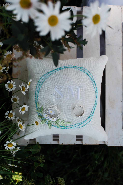 Le fedi di Mio e Tuo, il cuscino personalizzato fatto da Il Ricamificio