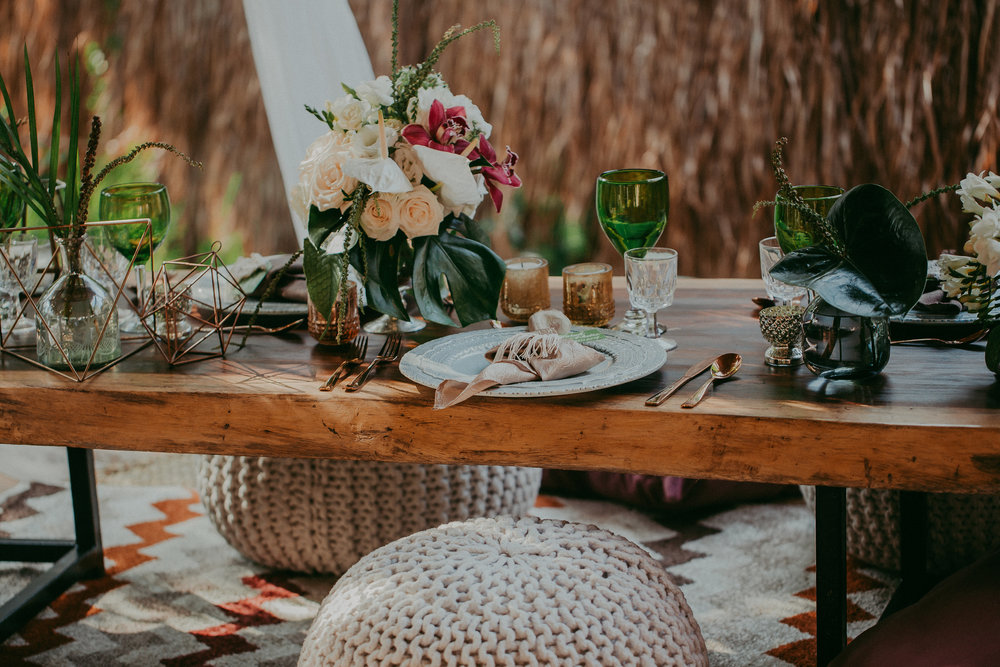 photo by Button Up Photography   rental by Minimal 4.0   florals by Vanessa Jaimes Floral Design