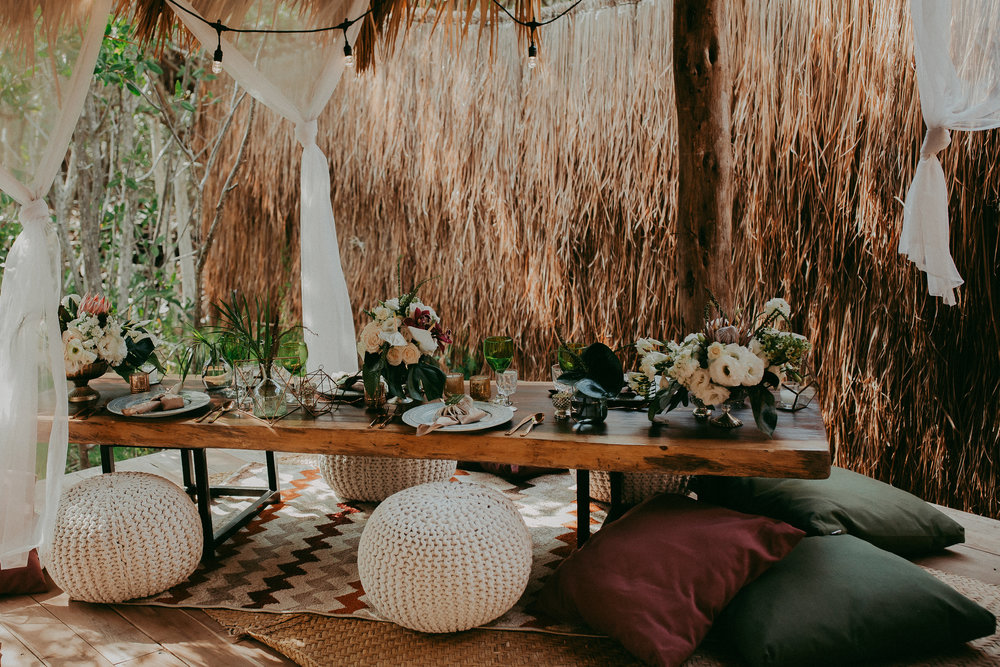 photo by Button Up Photography | rental by Minimal 4.0 | florals by Vanessa Jaimes Floral Design