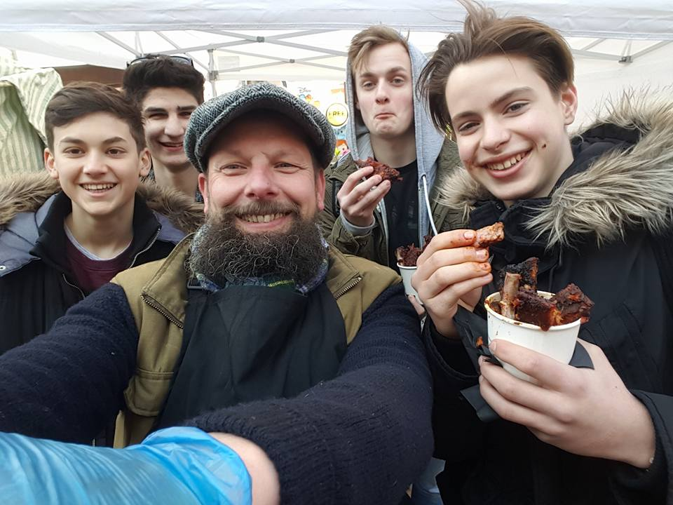Crowd of messy boys eating ribz 2016.jpg