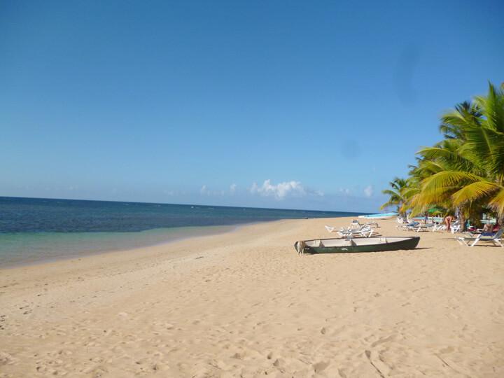 Las Terrenas Playa Las Ballenas.jpg