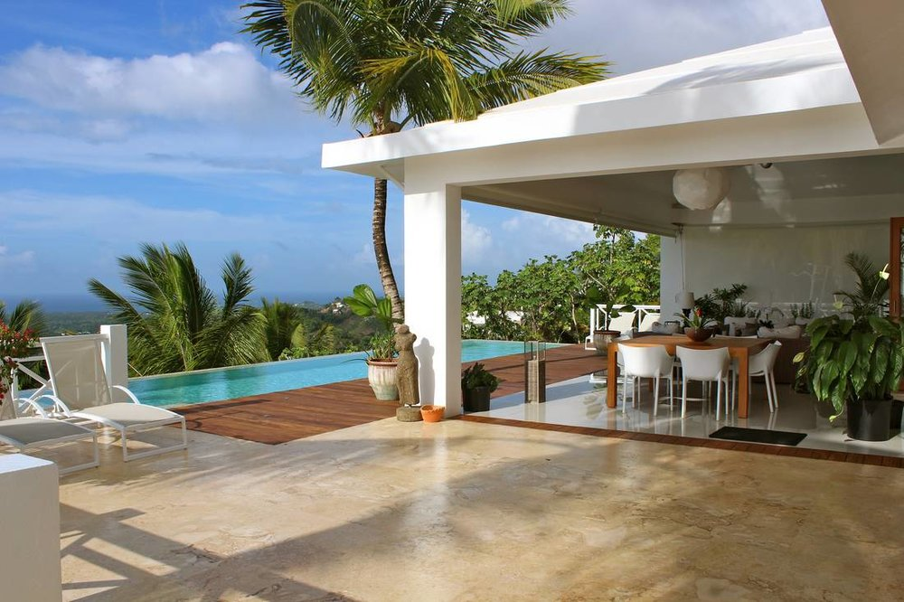 Lovely Villa that Sits on Top of a Small Hill. Incredible and Stunning Views1.jpg