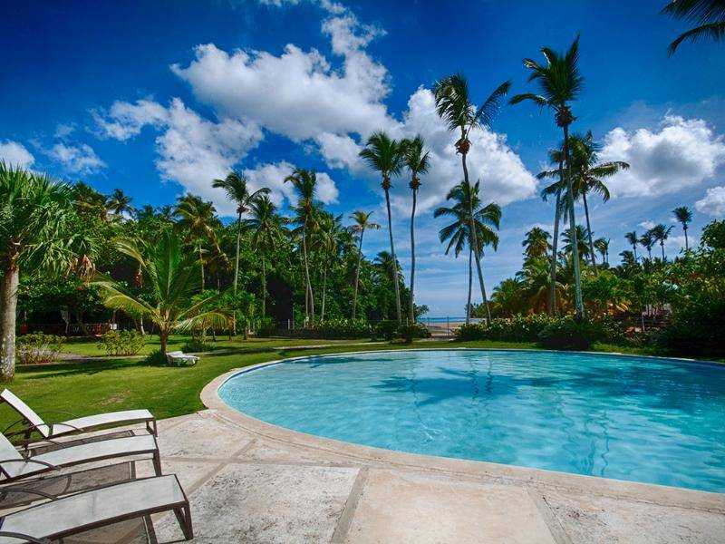 Private Residence with 247 Security and Amazing Tropical Garden View2.jpg