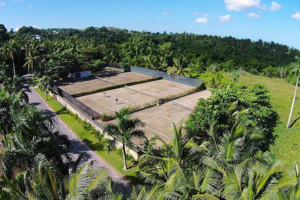 Esperanza Residence in Las terrenas tennis courts.jpg