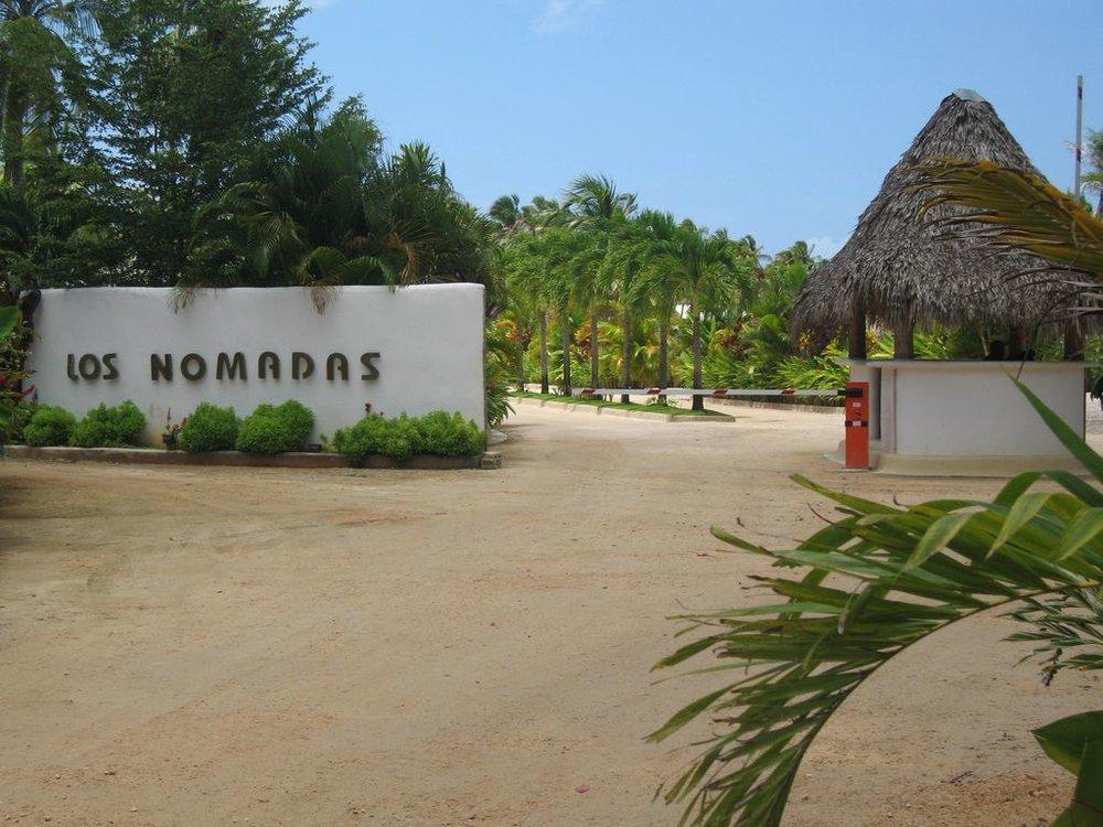Los nomadas entrance.jpg