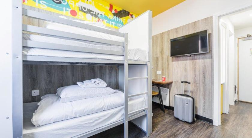 Bunk with Privacy Panels