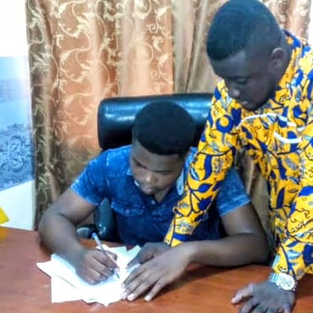 A new Brighter Investment student signing his contract at Kwame Nkrumah University of Science and Technology (KNUST) -