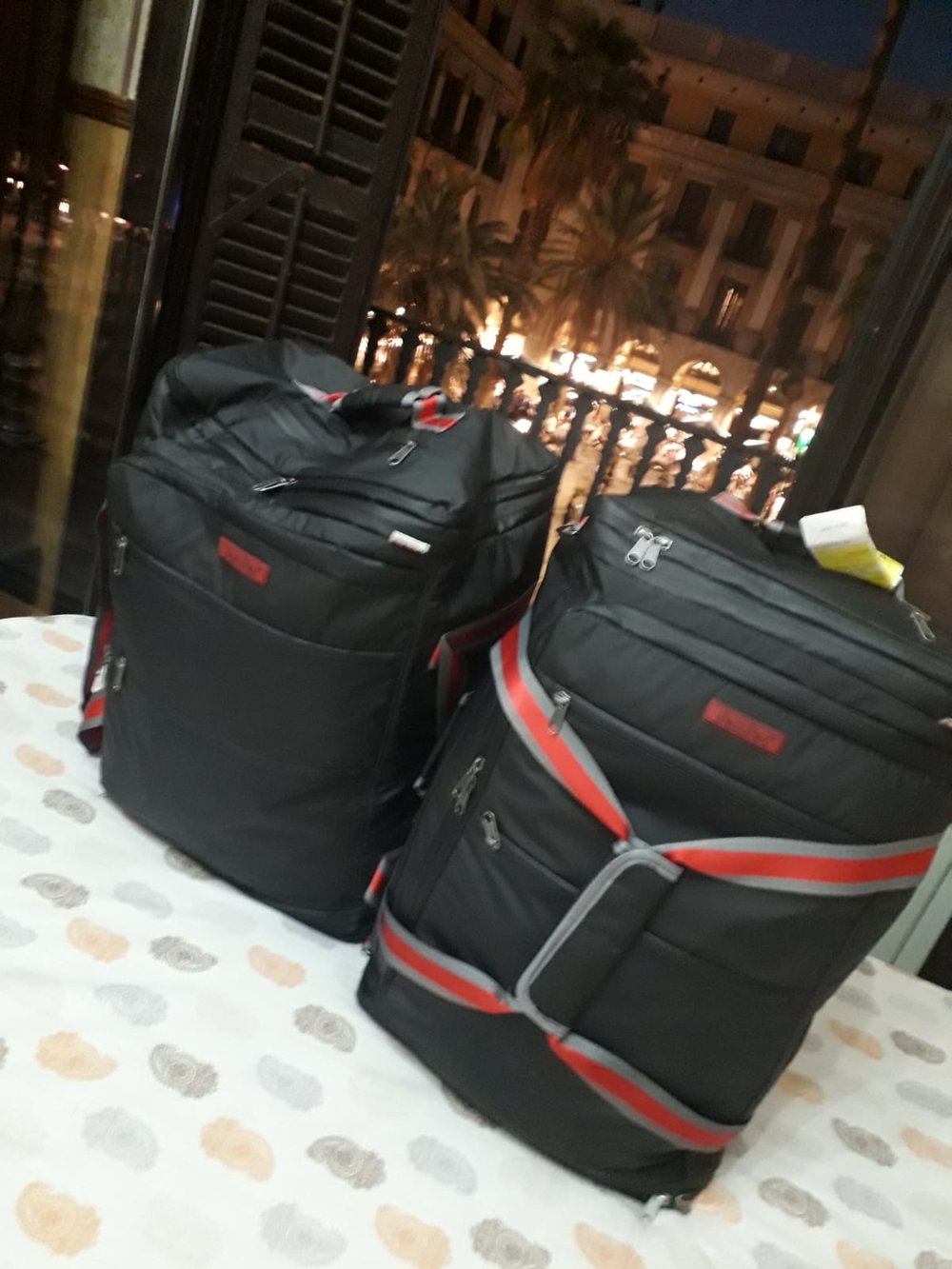 JamPac®s basking in Barcelona lights. No better occasion to bring along the JamPac® than a full-packed long weekend trip! Airline-friendly travel bag, fits within most airline luggage restrictions!