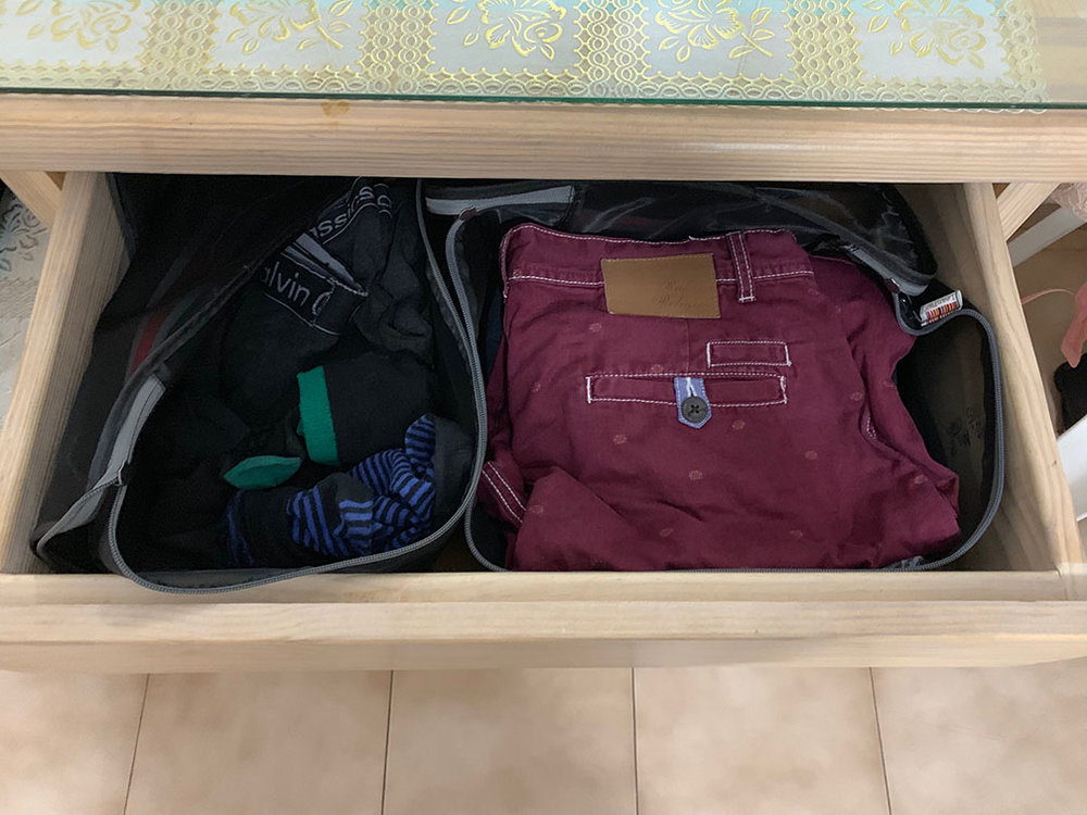 No need to unpack! Just put the semi-stiff mesh cubes in drawers & use them as organisers & dividers! No living off your luggage! No unpacking means no re-packing, making checkouts less hassle