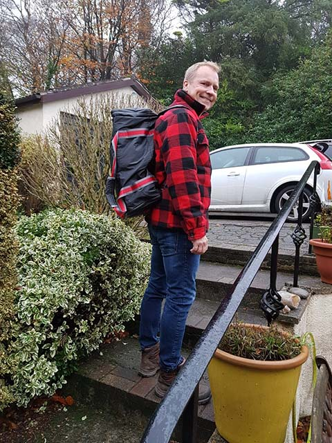 Matching & colour coordination of outfit with the stylish JamPac® travel backpack, Terje's off for an exciting weekend of chess at Inverness! LeanPac® brings out the proud adventurer in you!