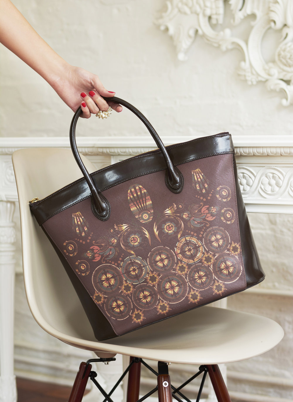 Tote in chocolate brown