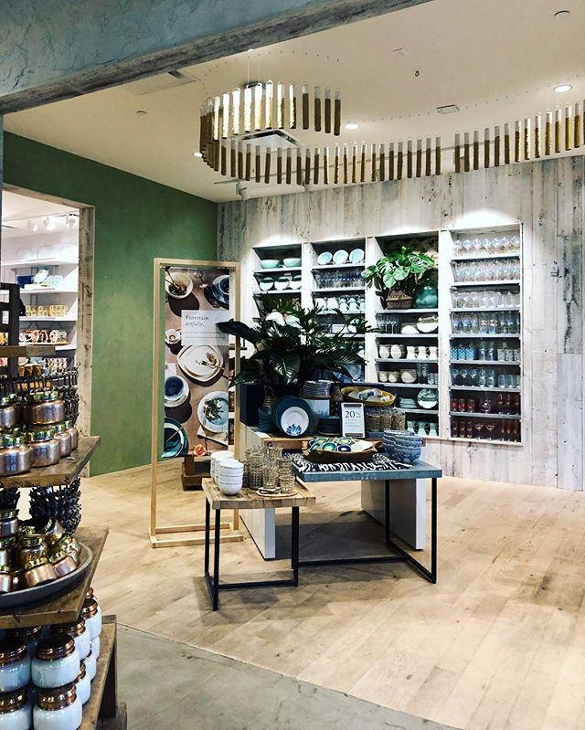 Did you know I used to work at Anthropologie during college and a bit after? I love going in and seeing all curated items and the atmosphere. That Capri Blue Volcano scent candle! Right? #anthropologie