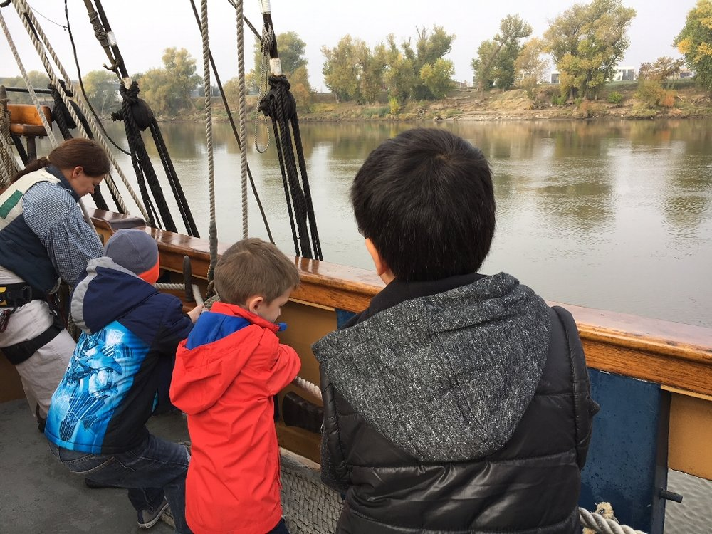 Children learning how to pull ropes on the Hawaiian Chieftain