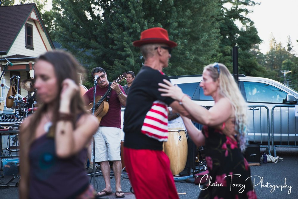 Couple dancing to guitarist in Nevada City CA 2017