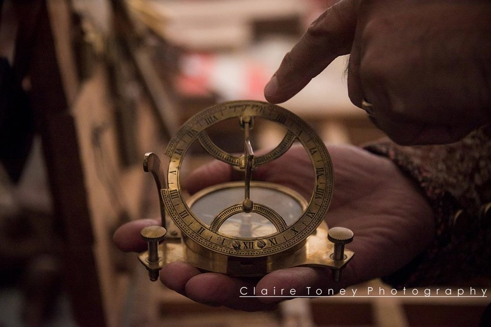 hand compass