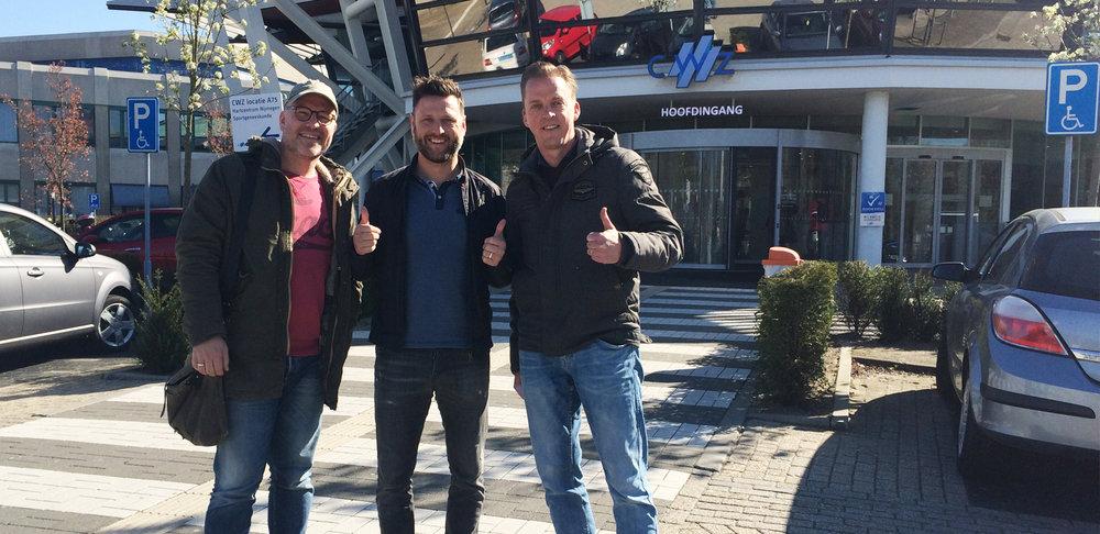 Peter Kortleve, Alwin Barten en Robert Willemsen voor de ingang van het CWZ