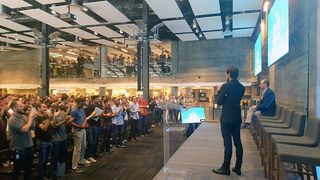 Twitter-ceo-standing-ovation-dick-costolo-1434109488