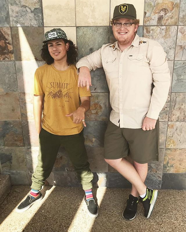 The Bear Mountain Squad are for #goodvibesonly. 🏝🏄🏼‍♂️ Shop the look and have the best #ootd !  #squadgoals #prana #howlerbros #hangloose #heedthecall #fairtrade #fairtradefashion #fridaymood #fridayvibes #fridayfeels