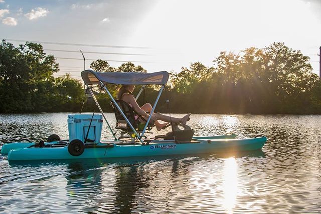 The 360 angler by @blueskyboatworks & @jackson.kayak is fun for the whole family! Call and reserve your daily rental before the water gets too chilly. #360revolution #familyfun  #watersport #fishing #fishinglife #jacksonkayak #lakeday #coastline #adventurer #wanderlust #leavetheshore
