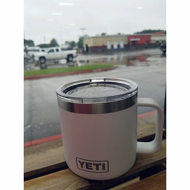 Don't let the chilly weather drag your mood or your coffee down! Keep that pour over toasty in a @yeti mug.☕🌬 #coldweather #warmcoffee #yeti #rainydays #coffeeholic #fallweather