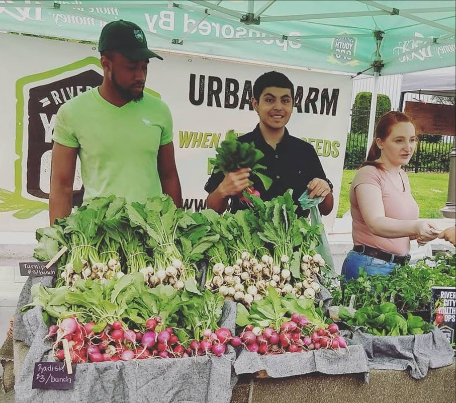 Youth Supervisors at the Market