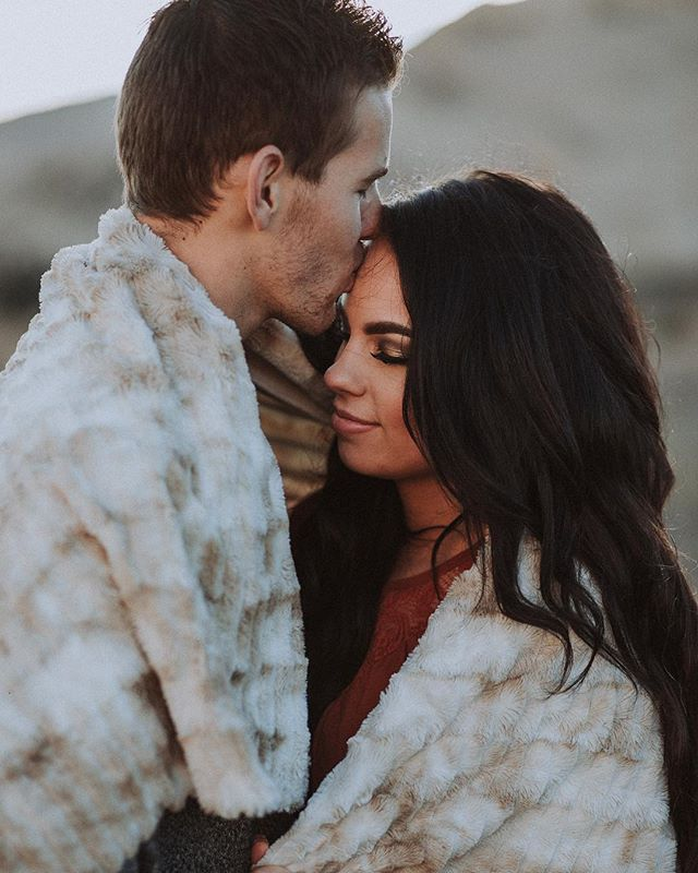 It's that time of year for warm snuggles!! • • • • • Bride • • • • • • #southernutahphotographer#southernutahweddingphotographer#utahphotographer#keekphotography#stgeorgeweddings#engagements#bridalphotography#focusingonthepositive#savethephotographer#engagementphotography#bridals#lifestylephotography#muchlove_ig#radstorytellers #twobrightlights#thekaptureco#utahbrideblog#belovedstories #theknot#adventurouslovestories#elopementlove#adventurebrides#dirtybootsandmessyhair#junebugswedding#unconventionaltogs#livewildatheart#authenticlovemag#snapsocietydailyfav#beyondthewanderlust #loveandwildhearts