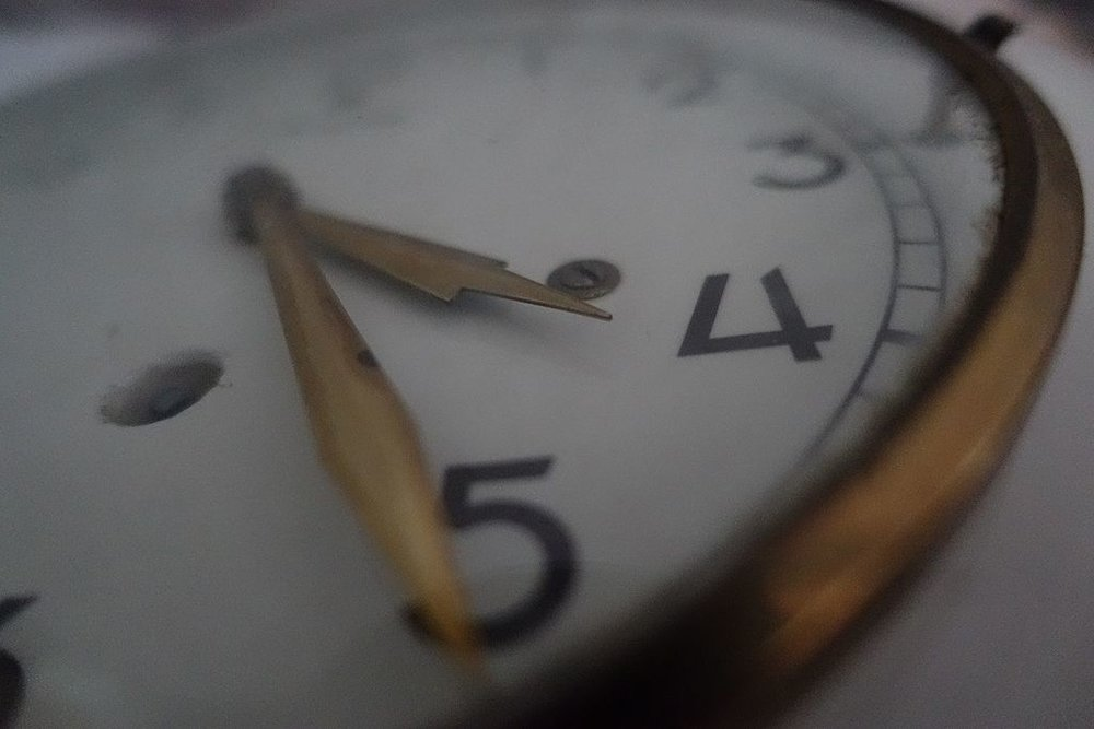 Old_Clock_Close_Up.jpg