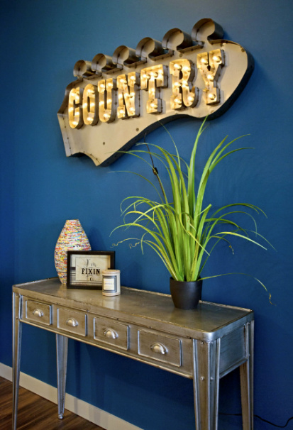 country-neon-sign-blue-wall-nashvilleinteriordesign-interiordesignnashville-atmosphere360studio-a360studiointeriors-interiordecorator.jpg