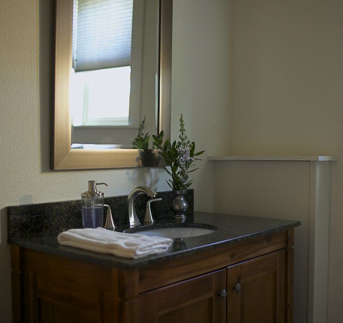 Bathroom_1(Cropped_Scaled).jpg