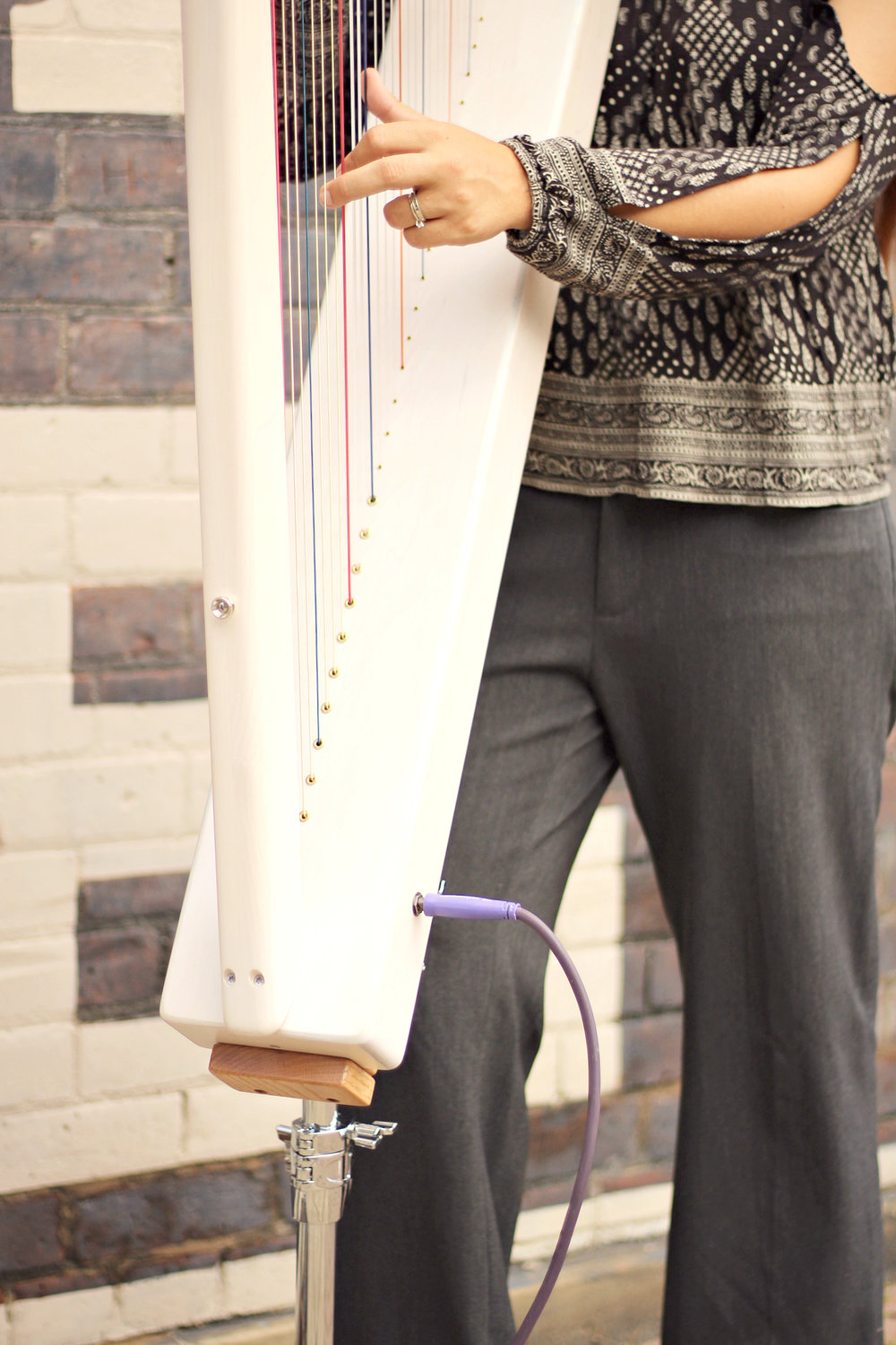 A close-up of the Grand Standing Stand with a Grand Harpsicle® Harp.