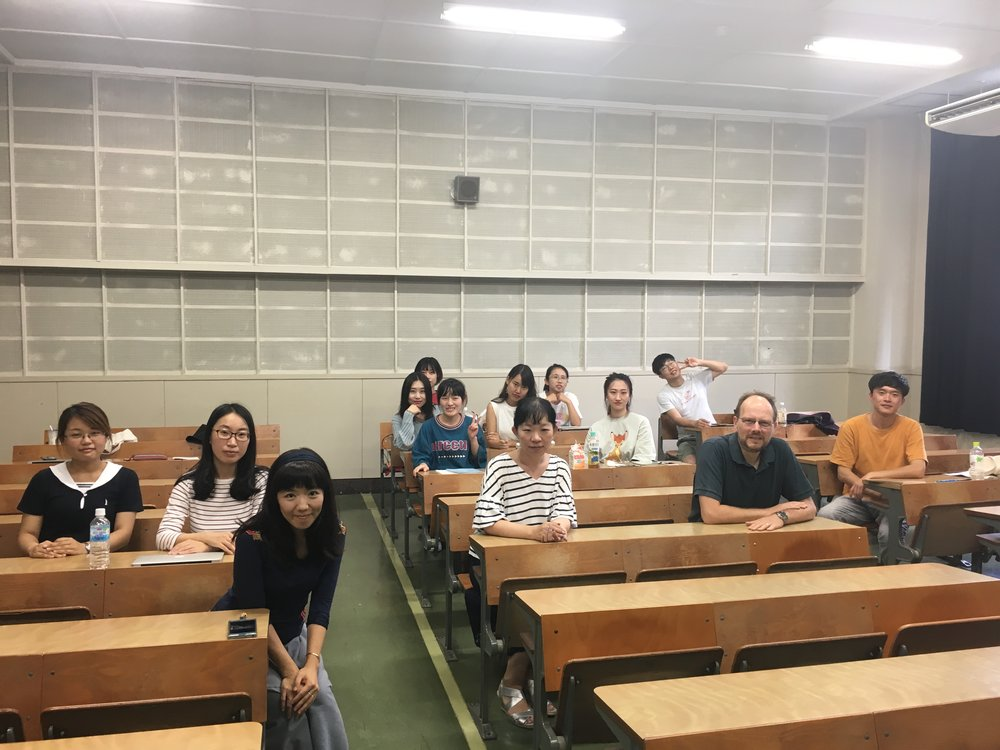 Dr. Chuang with Prof. Vickers, Dr. Maehara and some of the students attending her class, September 2018.