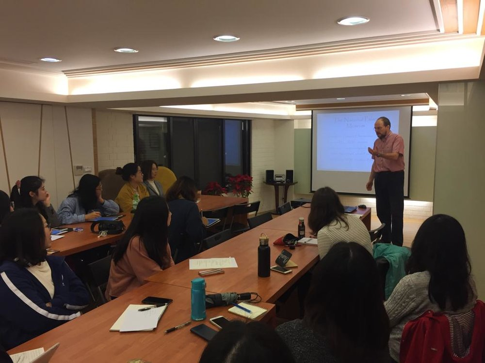Prof. Vickers lecturing the CUHK students in Taipei