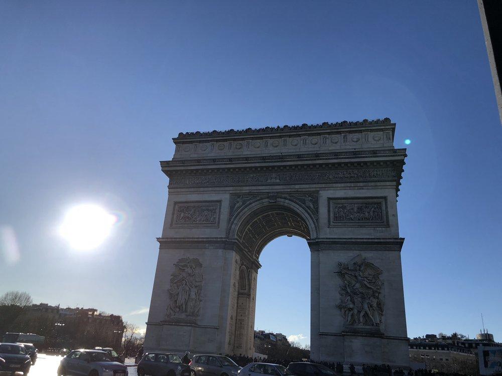 Paris_arc_de_triomphe.jpg