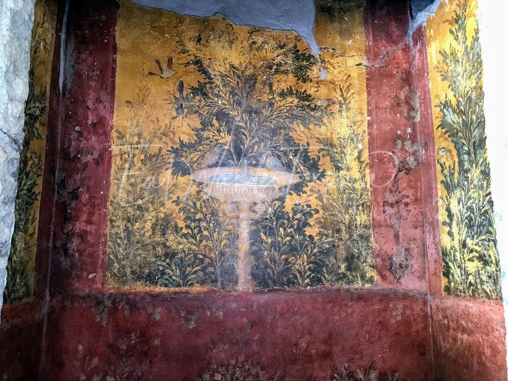 oplontis fountain fresco.jpg
