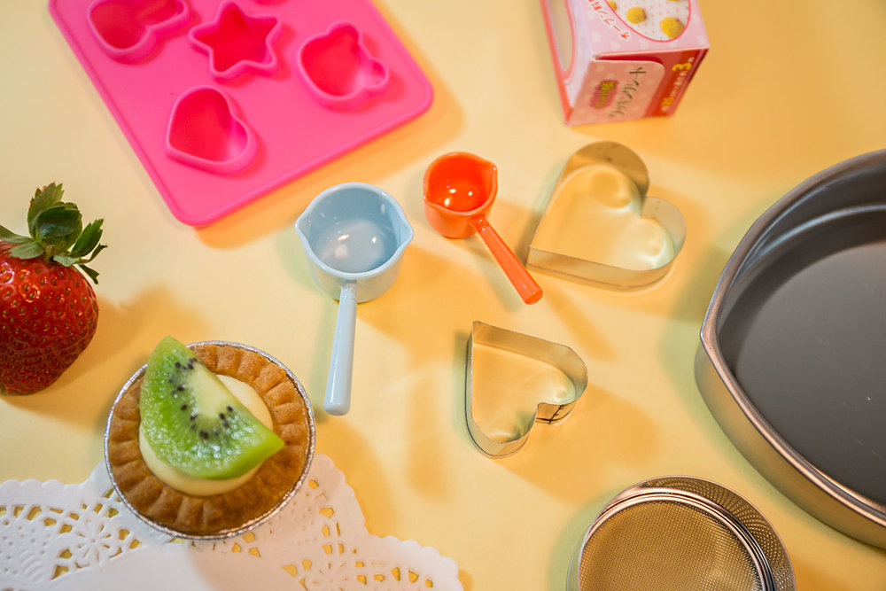 Products shown: heart-shaped cutters, cake pans, measuring spoons