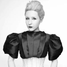 Sasha_Frolova_Artist_Performance_Latex_Portrait