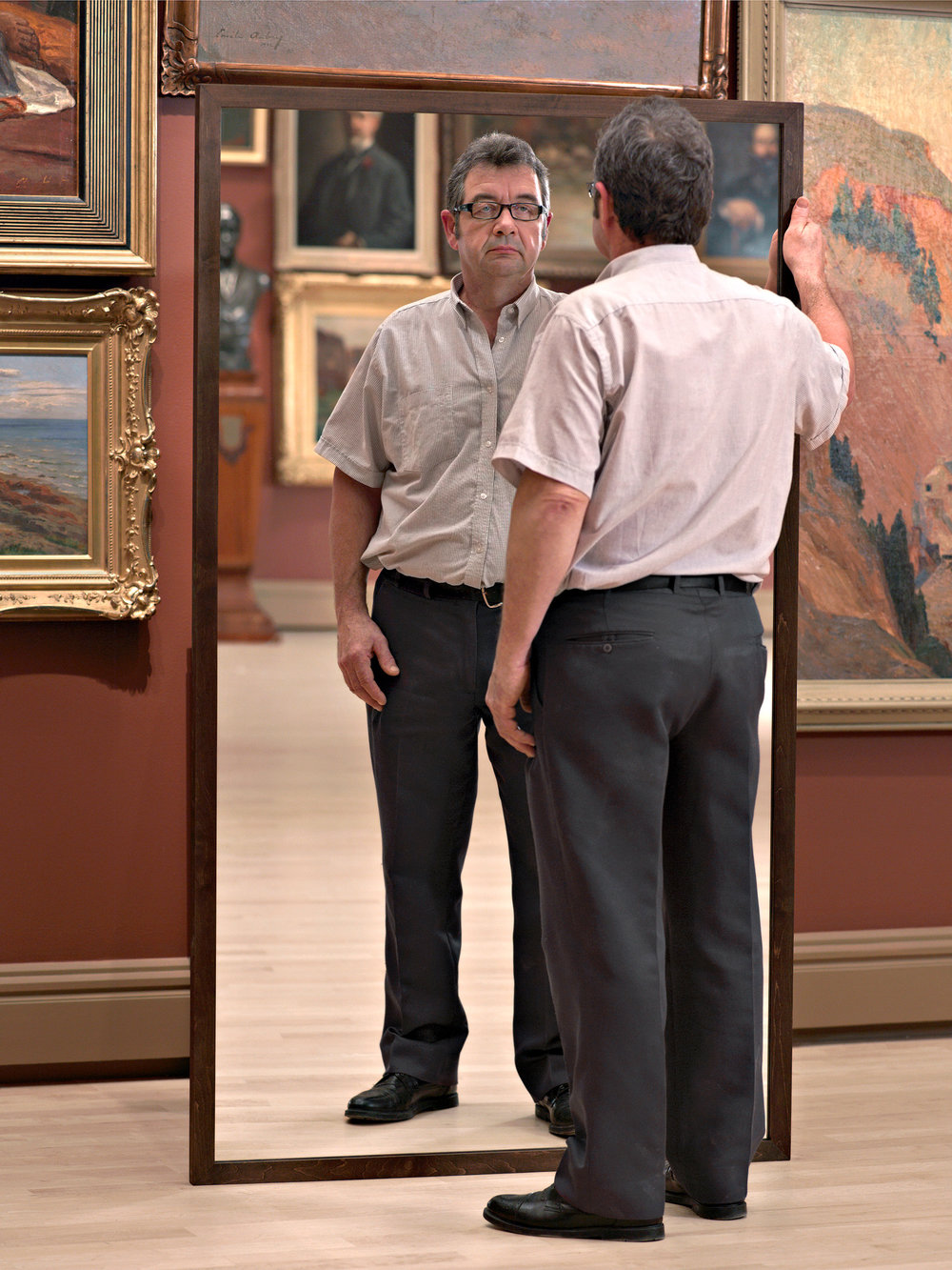 A Man Mirroring I  2008, colour photograph 101 x 76 cm / 40 x 30 in. Edition of 7