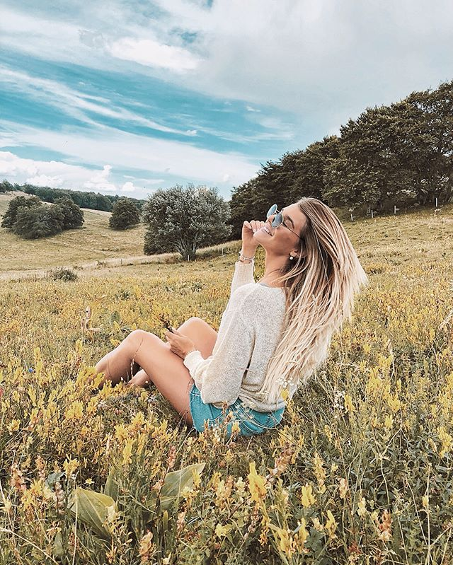 Playing in the yellow flowers fields 🌼  I am proud to announce that we went to the Salève for the very first time in our lives. If you don't know the Salève, it's basically a mountain here in Switzerland where every good Swiss goes hiking/picnicking during his childhood.. I probably was the last samouraï on this one ! Never been there, not even once. We also almost ended up without gas for the car because we didn't check it before going (did I mention we're THAT random? 😄) but everything turned out great ! We had a lovely time, met some cute cows in the middle of a field, shot some cool pictures and finally had to go back home because a storm was coming 🙈